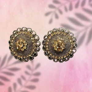 Ethnic Stud like earrings with gold color stones